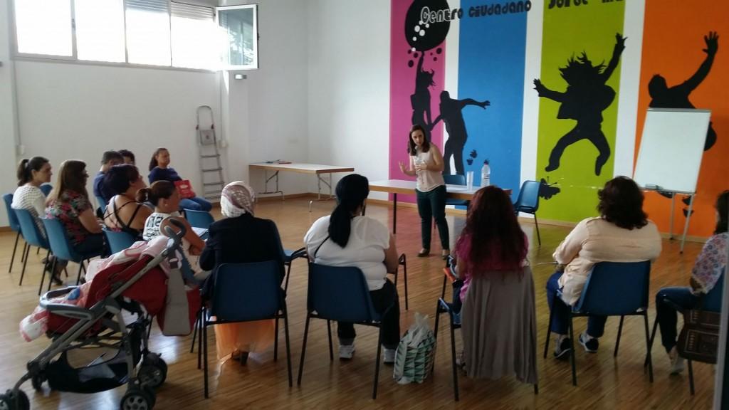 Voluntarias de la empresa HRCS imparten un taller para desempleadas